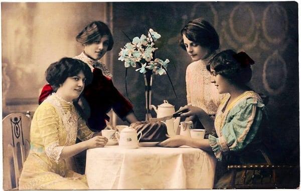 vintage-women-tea-cake