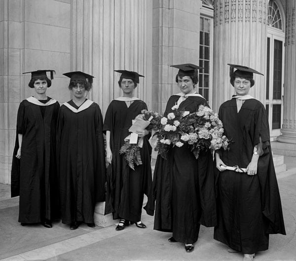 Women college graduates marry later (1922)
